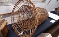 漁の罠。ツルを編んで作ったもので、日本の漁労用具「ドウ」と同様に使用する