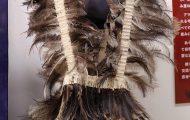 コルセット。レア(アメリカダチョウ)の羽根を綿糸に取り付けたもの。祭祀の際に着用する