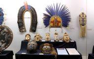 儀礼用の仮面と頭飾り