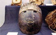 アマゾン川に生息するタルタルーガ(ヨコクビカメ)の甲羅を用いた仮面。重量感と迫力がある