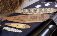 うなり板。楽器の一種で紐をつけてぐるぐる回す。精霊の音で豊漁を祈る